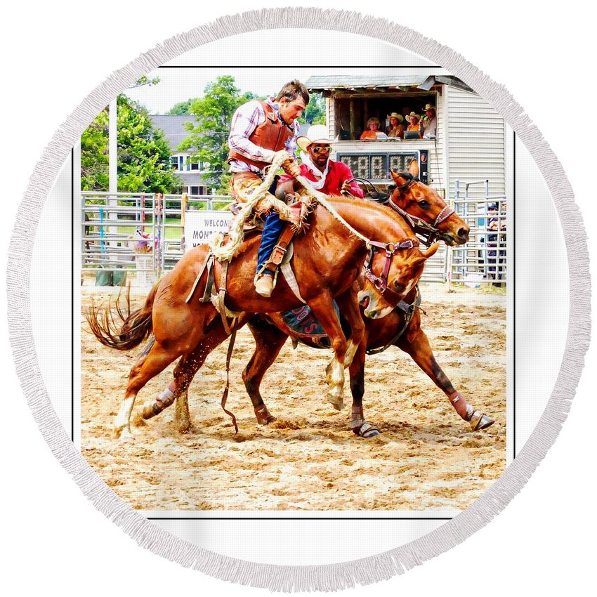 Bucking Bronc Round Beach Towel featuring the photograph Pick Me Up Man by Alice Gipson