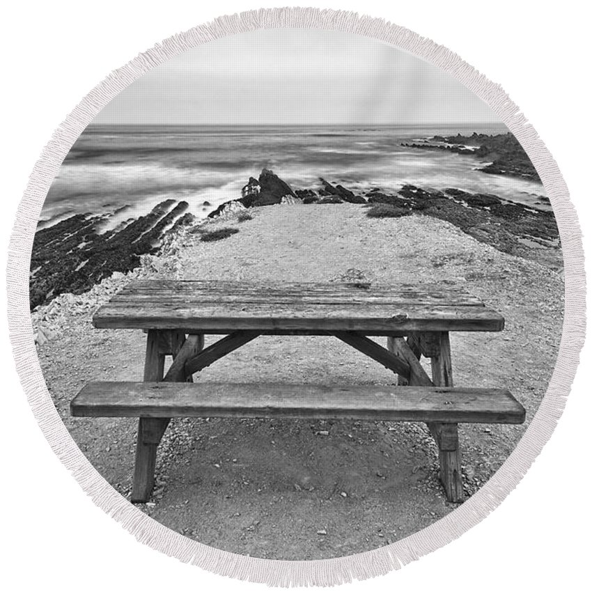 Montana De Oro Round Beach Towel featuring the photograph Picnic - Lone Table Overlooking The Ocean In Montana De Oro State Park In Caliornia by Jamie Pham