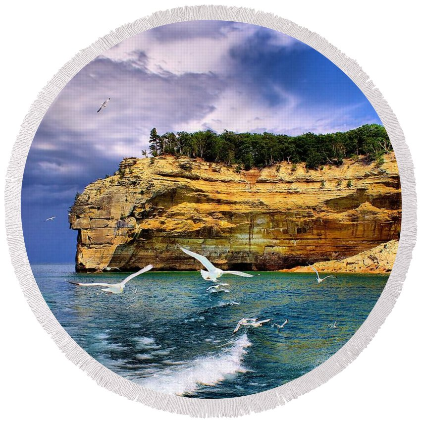 Rocks Round Beach Towel featuring the photograph Pictured Rocks by Nick Zelinsky