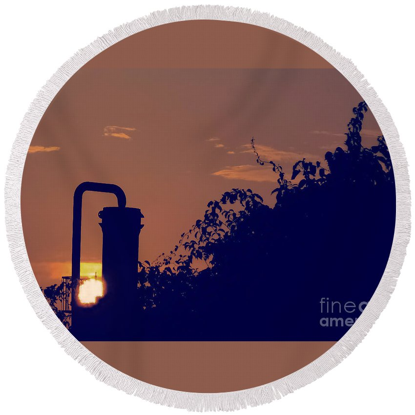 Sunset Round Beach Towel featuring the photograph Pittsburgh Sunset by Charlie Cliques