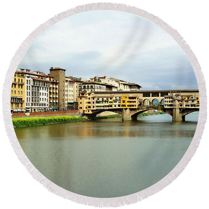 Ponte Vecchio Round Beach Towel featuring the photograph Ponte Vecchio 1 by Ellen Henneke
