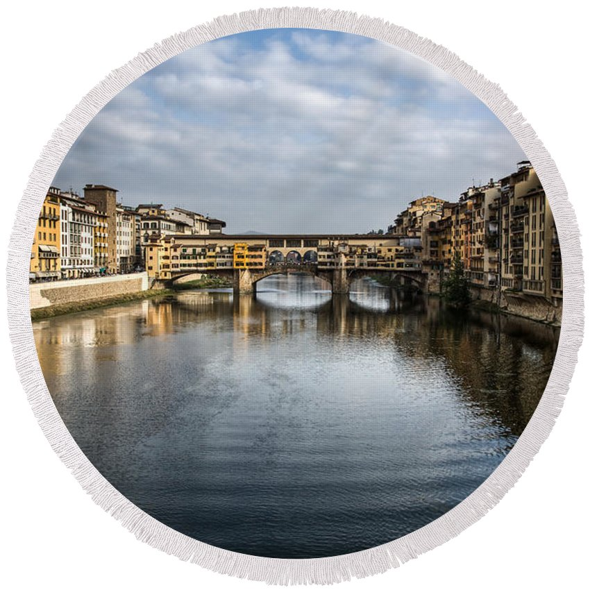 Italy Round Beach Towel featuring the photograph Ponte Vecchio by Dave Bowman