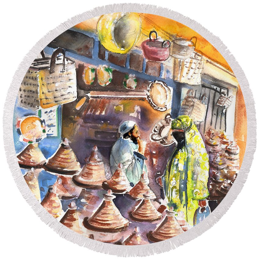 Travel Round Beach Towel featuring the painting Pottery Seller In Essaouira by Miki De Goodaboom