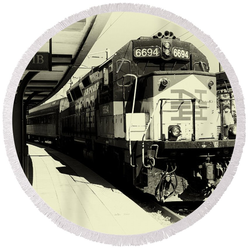 Train Round Beach Towel featuring the photograph Pulling Into New London by Joe Geraci