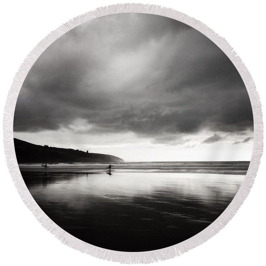 Beach Round Beach Towel featuring the photograph Raglan Nz by Les Cunliffe