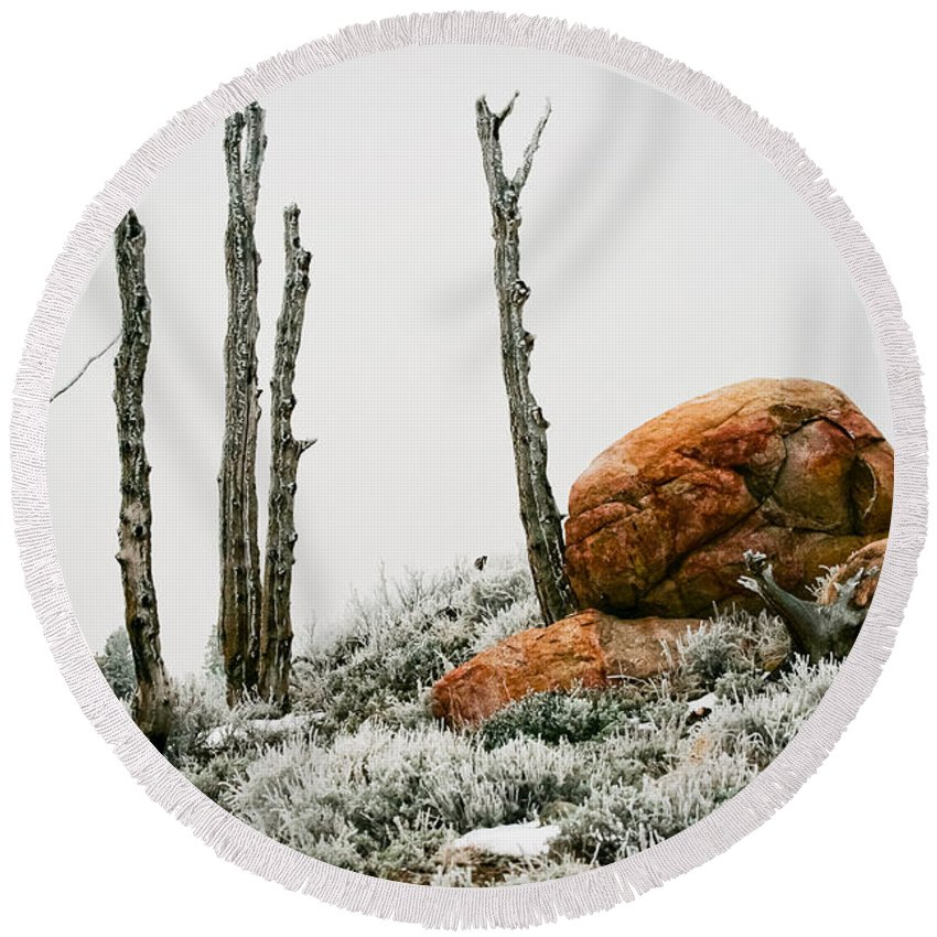 Frost Round Beach Towel featuring the photograph Red Rock Frost - Green Mountain - Wyoming by Diane Mintle