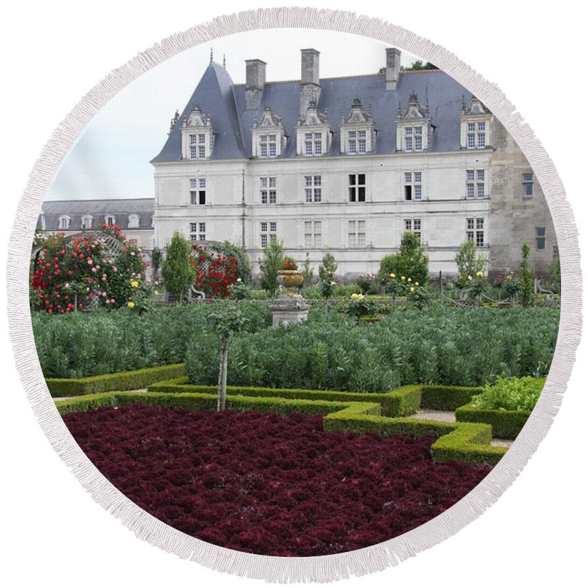 Cabbage Round Beach Towel featuring the photograph Red Salad And Cabbage Garden - Chateau Villandry by Christiane Schulze Art And Photography