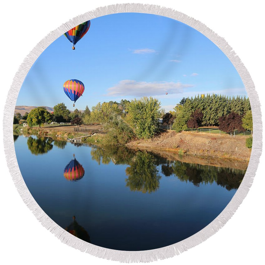 Prosser Round Beach Towel featuring the photograph Reflection In Prosser by Carol Groenen