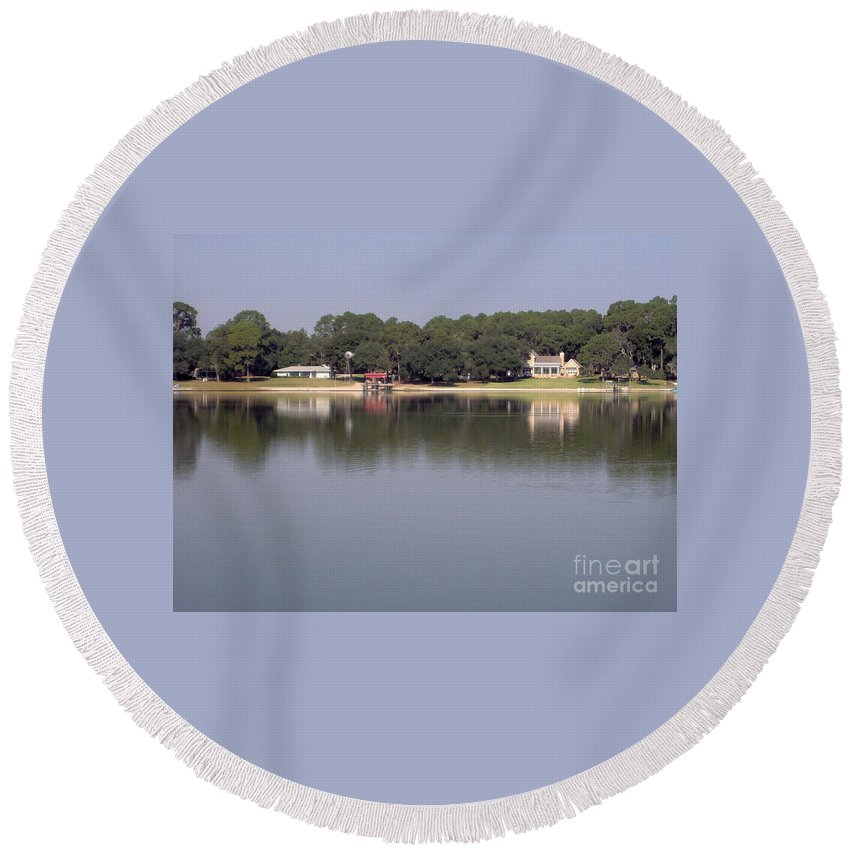 River Round Beach Towel featuring the photograph Reflections - On - Lake Weir by D Hackett