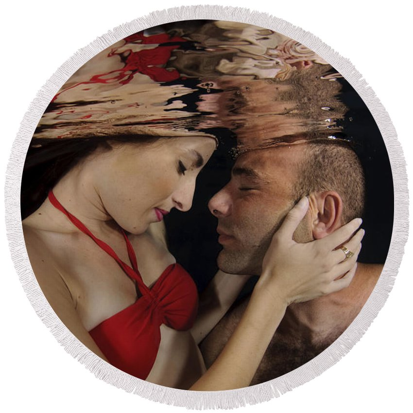 Connection Round Beach Towel featuring the photograph Romantic Couple Underwater by Hagai Nativ