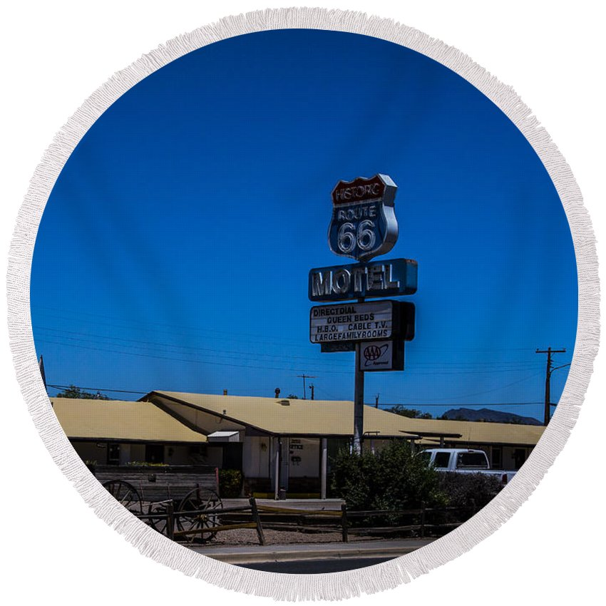 Route 66 Round Beach Towel featuring the photograph Route 66 Motel by Angus Hooper Iii