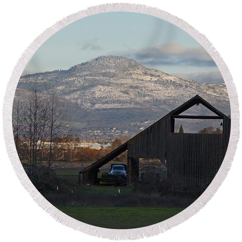 Barn Round Beach Towel featuring the photograph Roxy Ann And The Dark Barn by Mick Anderson