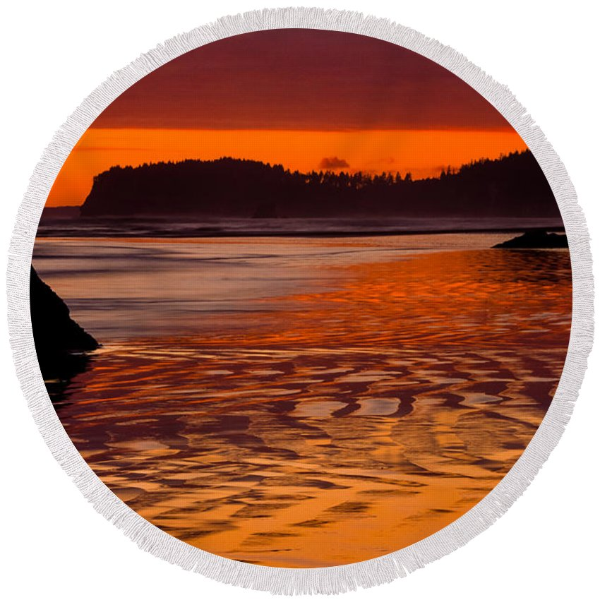 America Round Beach Towel featuring the photograph Ruby Beach Afterglow by Inge Johnsson