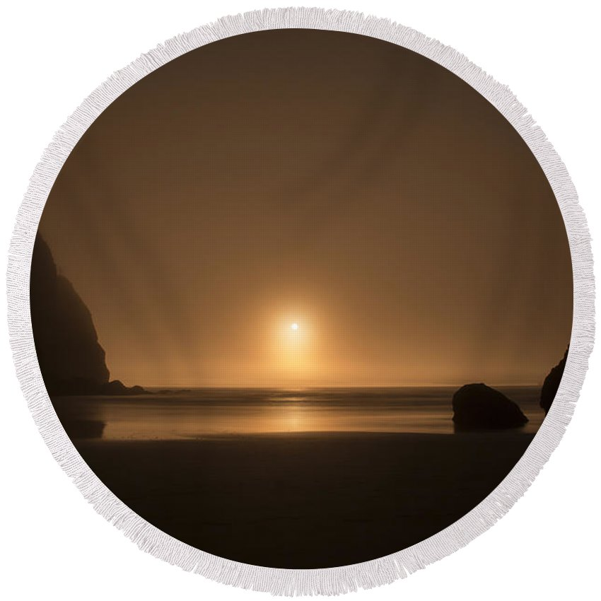 Ruby Round Beach Towel featuring the photograph Ruby Beach Sunset by Charlie Duncan