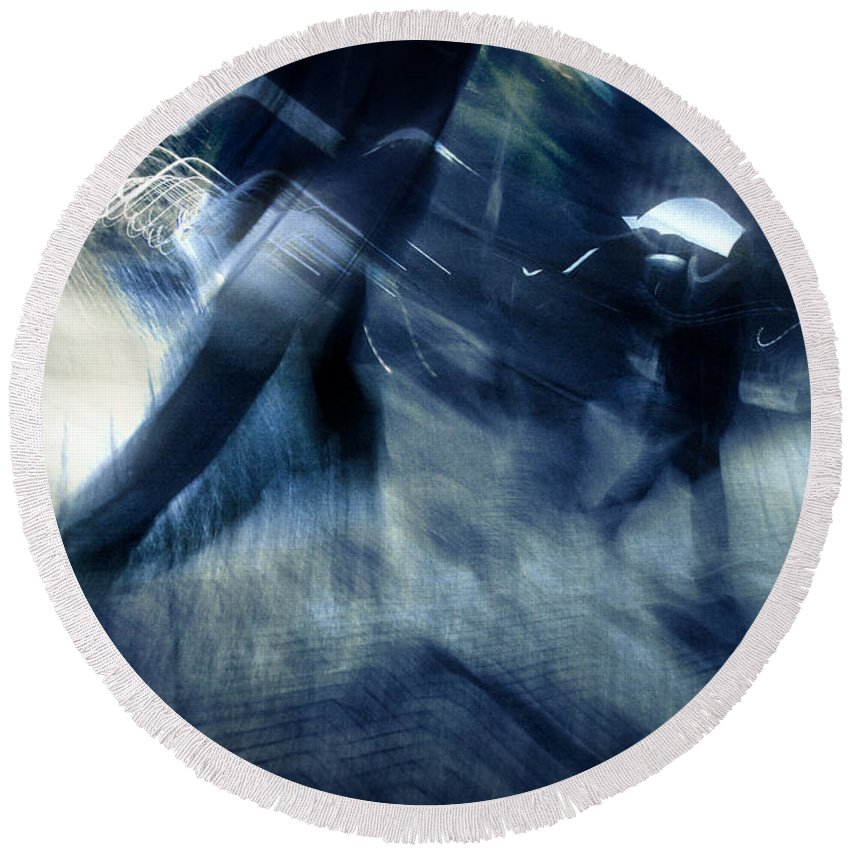 City Round Beach Towel featuring the photograph Rush Hour Melodrama by Dorit Fuhg