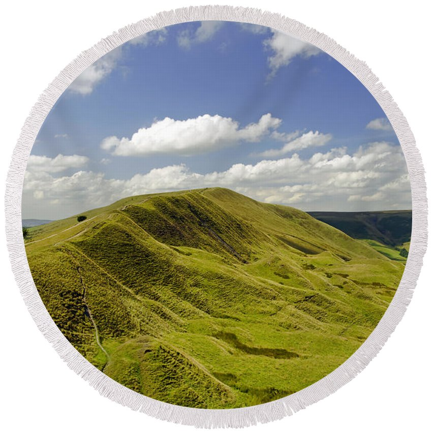 Derbyshire Round Beach Towel featuring the photograph Rushup Edge From Mam Tor by Rod Johnson