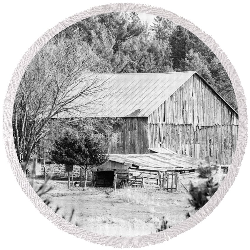 Round Beach Towel featuring the photograph Rustic Old Barn by Cheryl Baxter