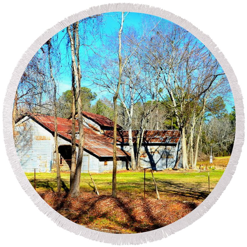 Barn Round Beach Towel featuring the photograph Rusty by Darrell Clakley