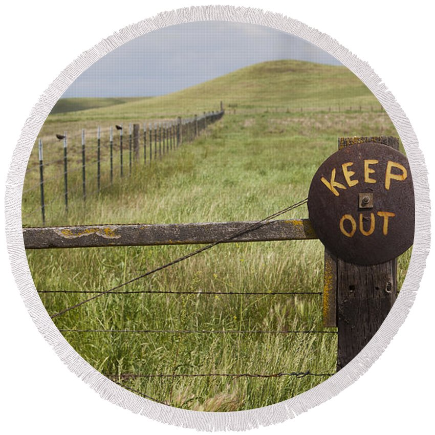 Rusty Round Beach Towel featuring the photograph Rusty Keep Out Sign On Fence - California Usa by B Christopher