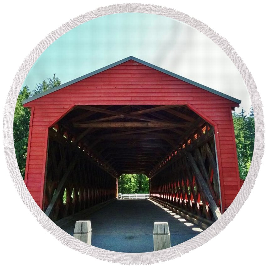 Sachs Round Beach Towel featuring the photograph Sachs Covered Bridge 3 by Scenic Sights By Tara