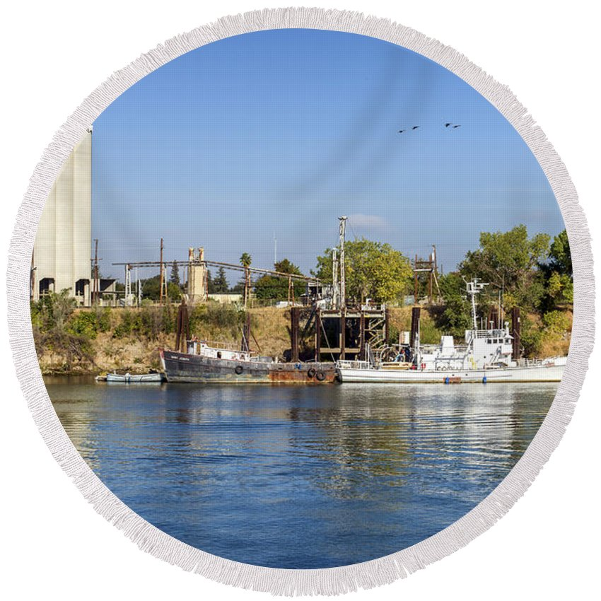 Boats Round Beach Towel featuring the photograph Sacramento River Scene by Jim Thompson