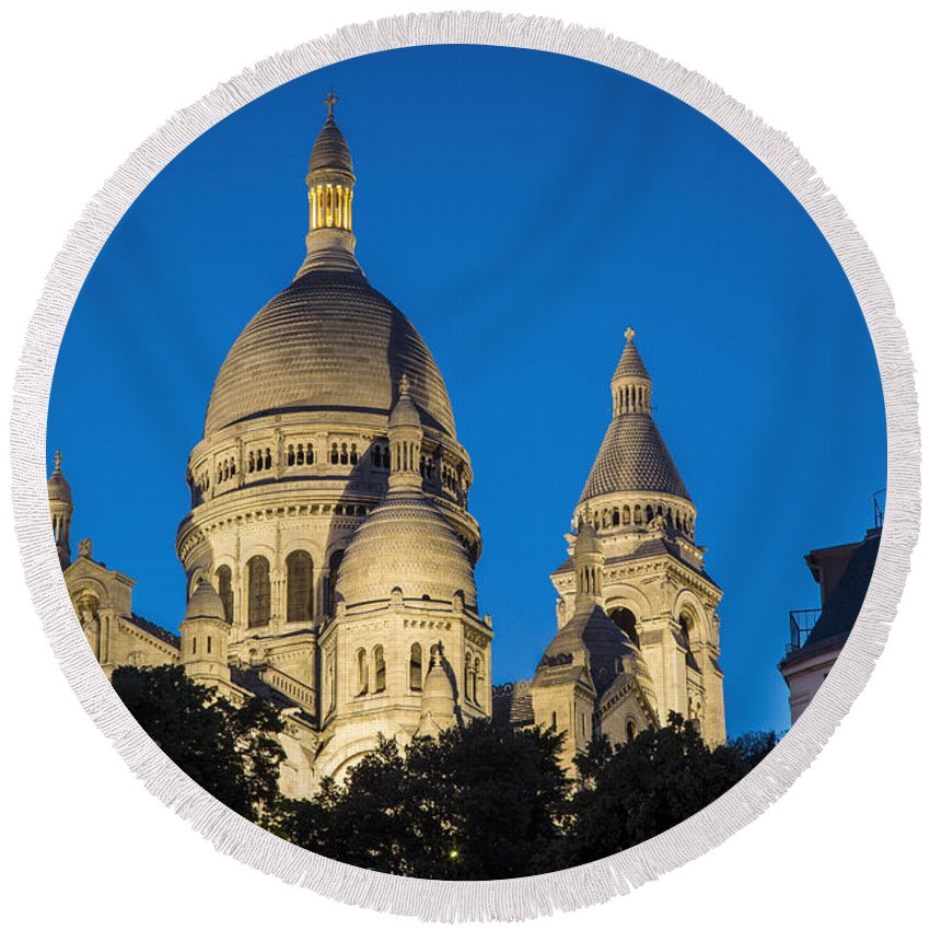 Architectural Round Beach Towel featuring the photograph Sacre Coeur - Night View by Brian Jannsen
