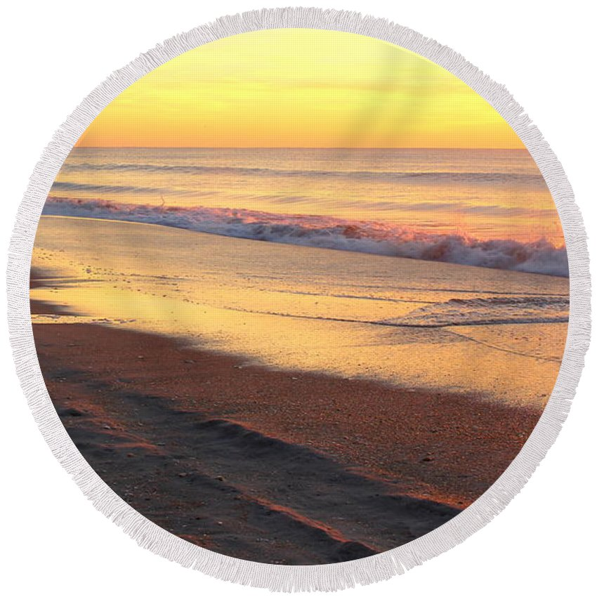 Topsail Round Beach Towel featuring the photograph Remains Of Summer by Rand Wall
