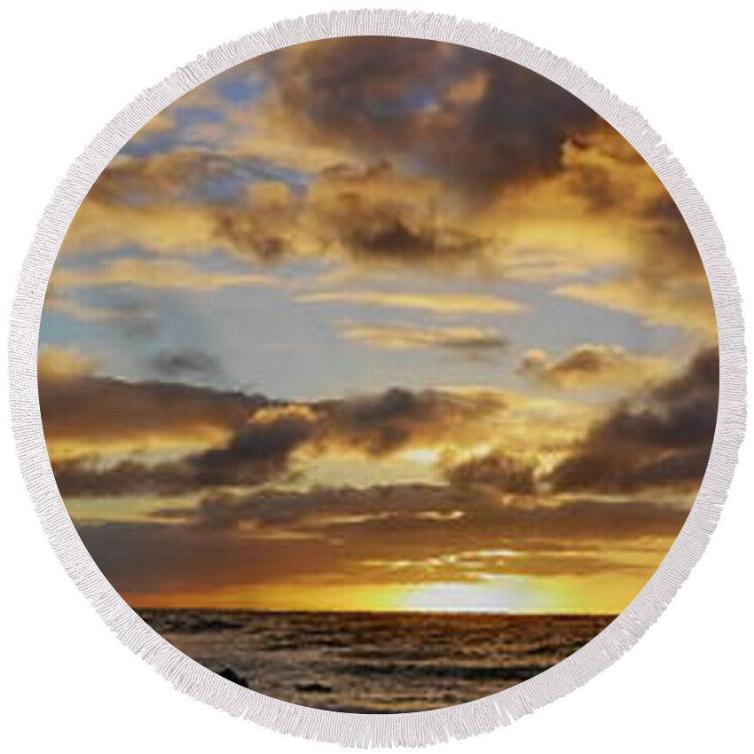 East Oahu Round Beach Towel featuring the photograph Sandy Beach Sunrise by Richard Cheski