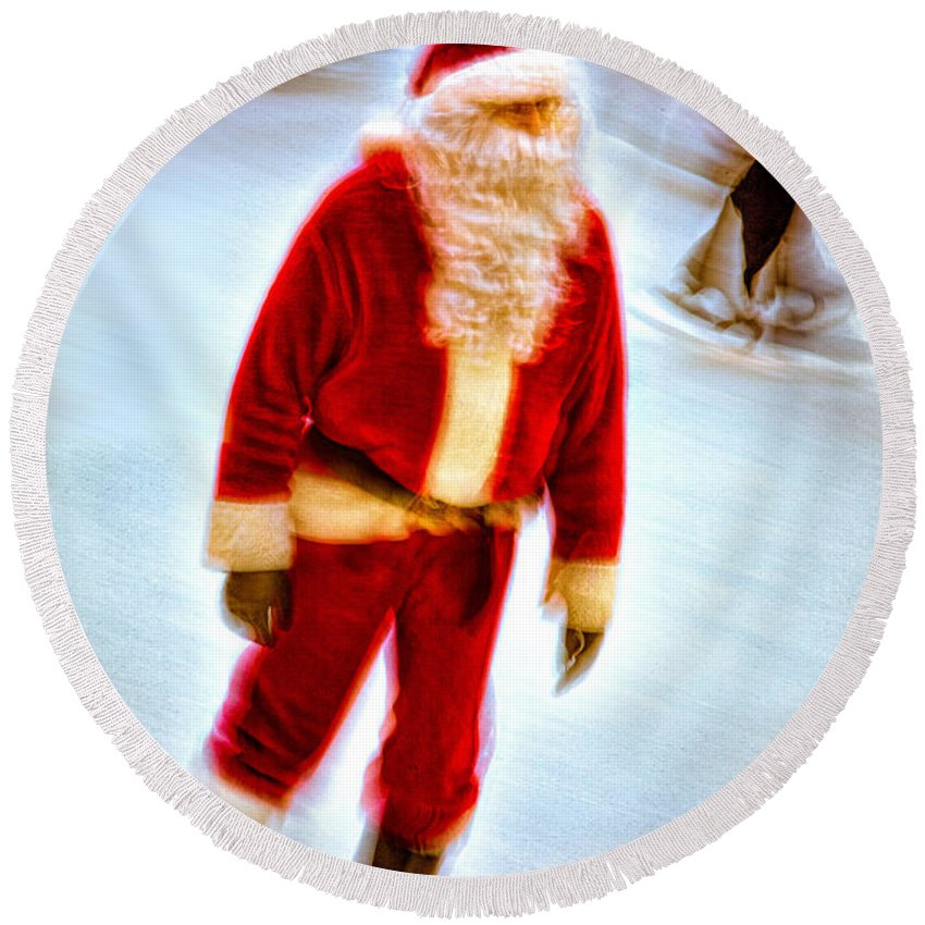 Santa Round Beach Towel featuring the photograph Santa On Ice by Chris Lord