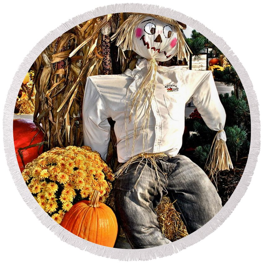 Autumn Round Beach Towel featuring the photograph Scarecrow by Frozen in Time Fine Art Photography