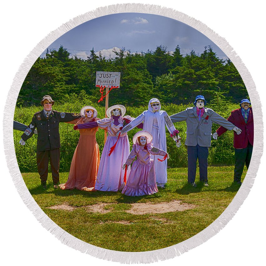 Scarecrow Round Beach Towel featuring the photograph Scarecrow Wedding by Garry Gay