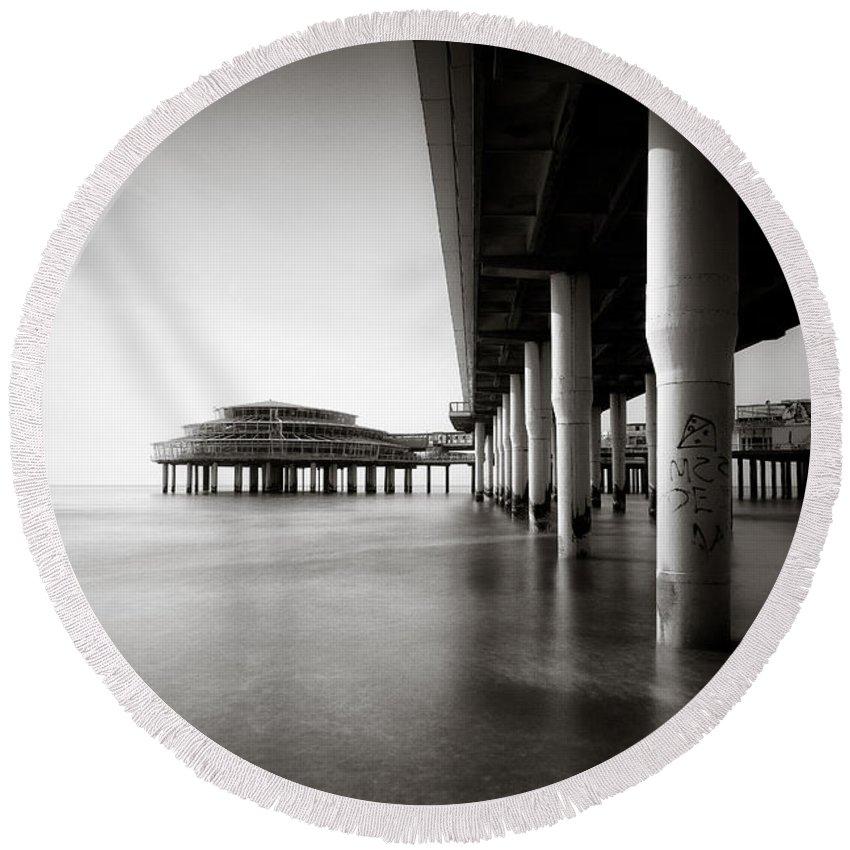 Pier Round Beach Towel featuring the photograph Scheveningen Pier 2 by Dave Bowman