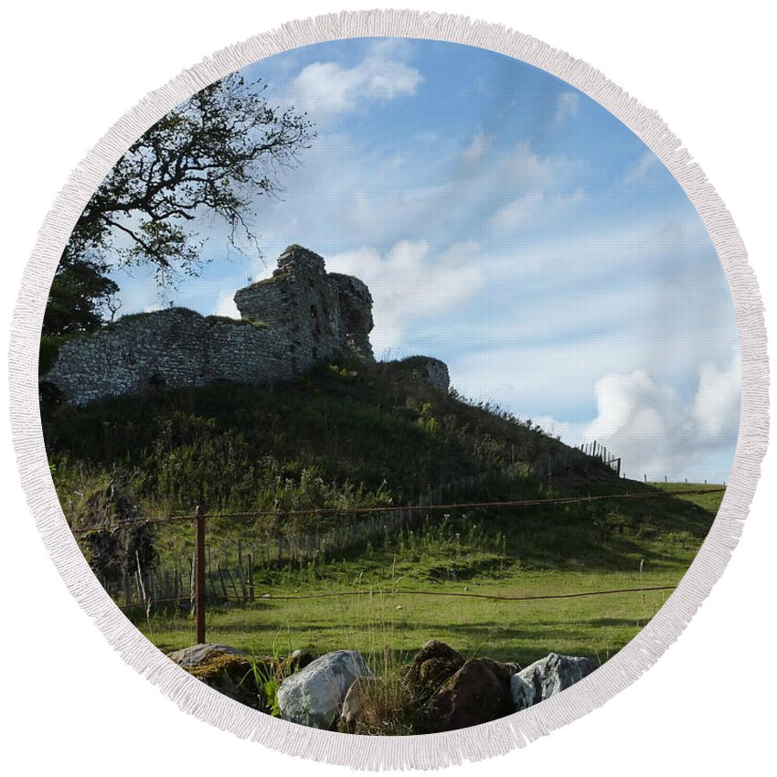 Scotland Round Beach Towel featuring the photograph Scottish Castle Ruins by Diane Palmer