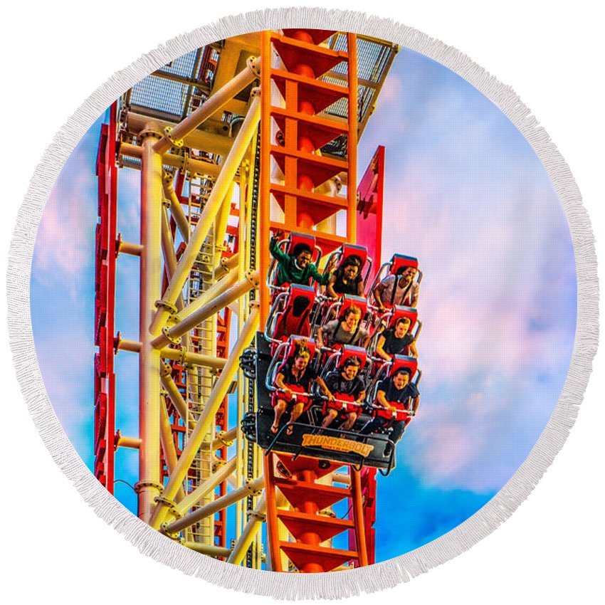 Drop Round Beach Towel featuring the photograph Scream Time by Chris Lord