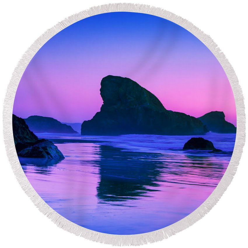 Meyers Creek Beach Round Beach Towel featuring the photograph Sea Stacks on the Oregon Coast by Rich Leighton