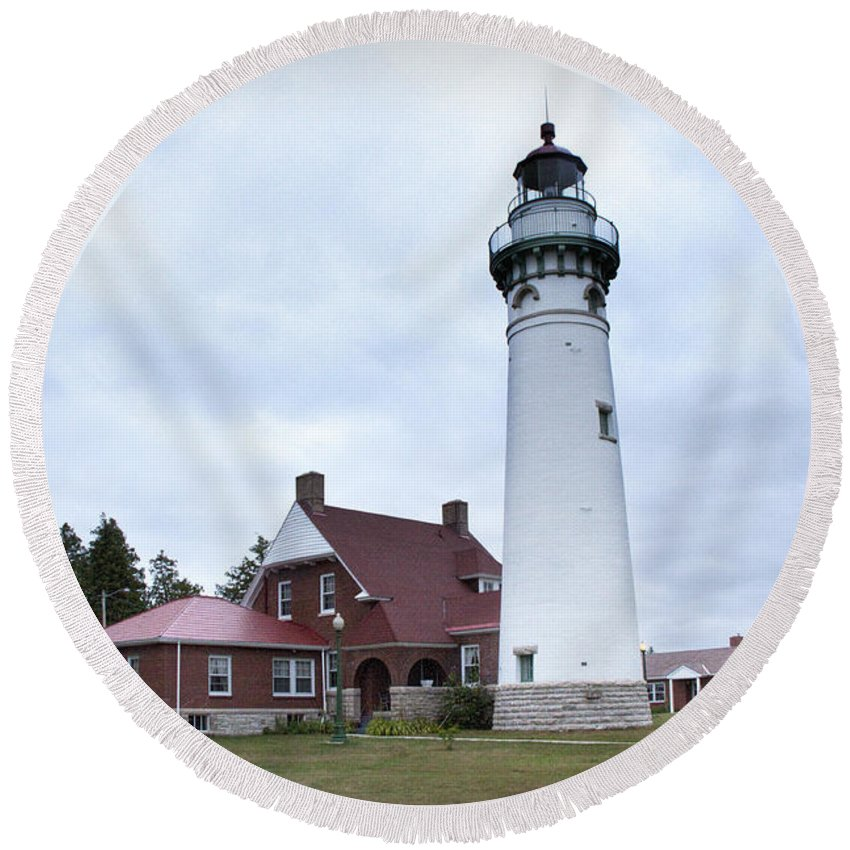 Art Round Beach Towel featuring the photograph Seul Choix Point Lighthouse by Randall Nyhof