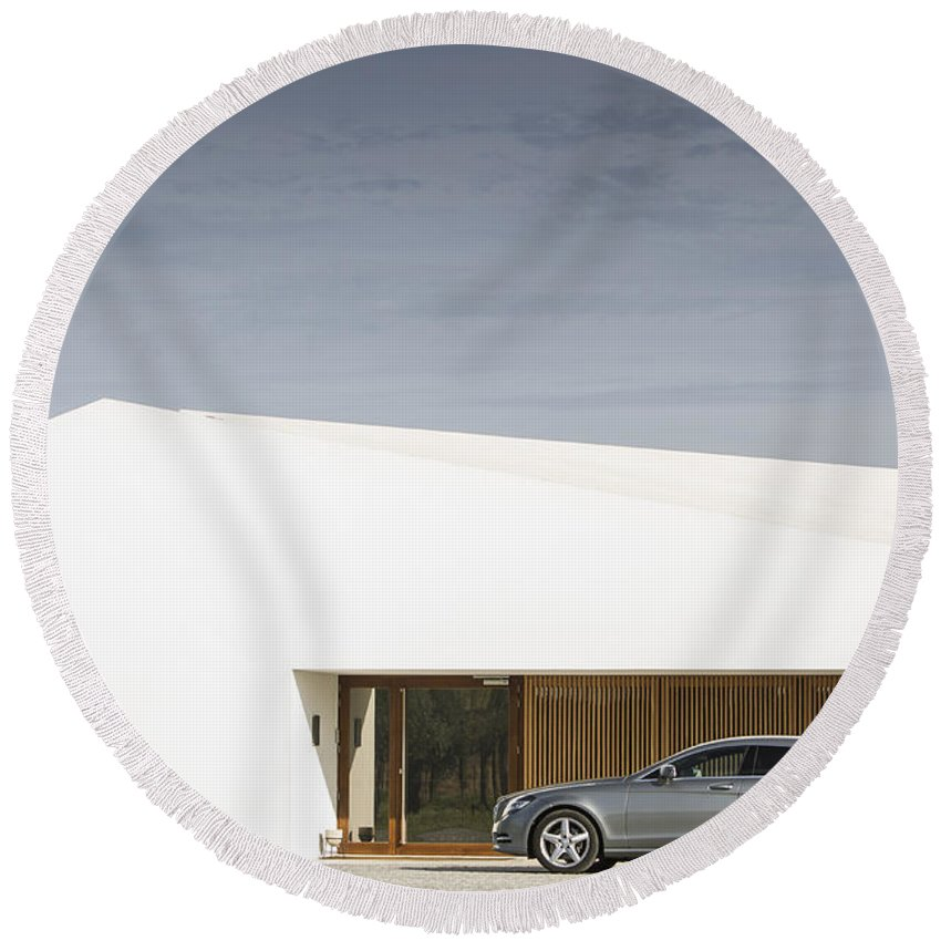 Mercedes Round Beach Towel featuring the photograph Shooting Brake by Jose Bispo