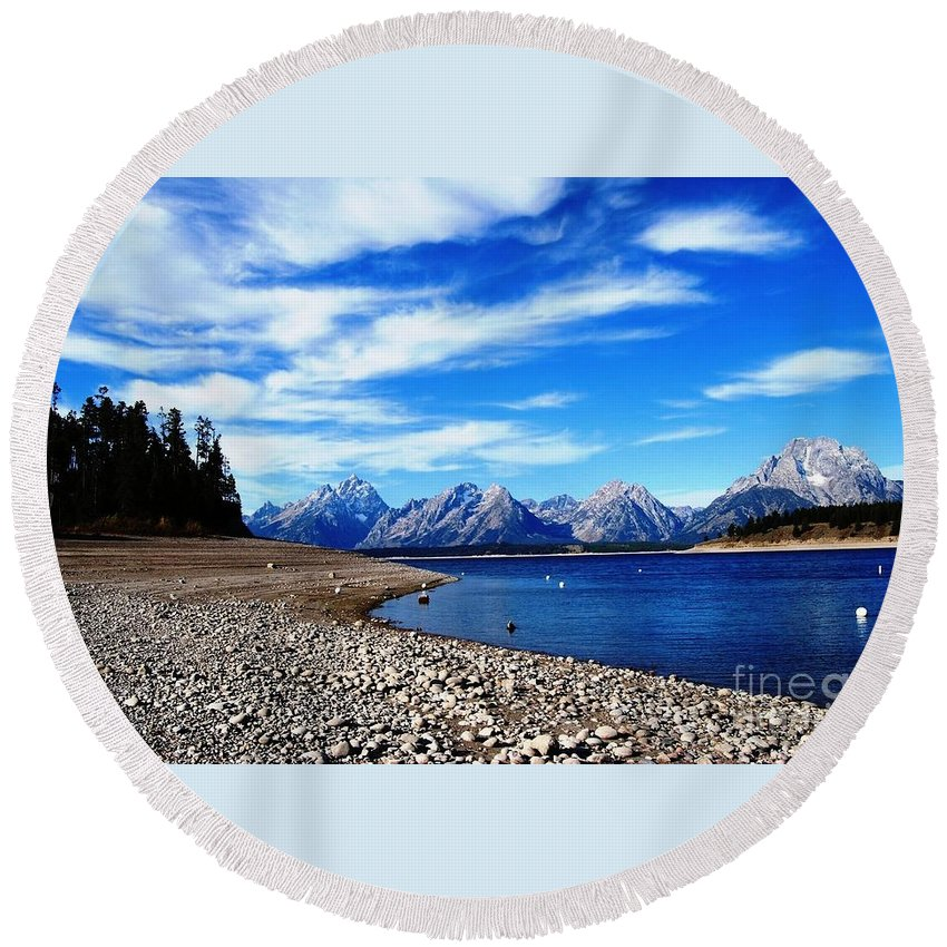 Waterscape Round Beach Towel featuring the photograph Shoreline Blues by Deanna Cagle