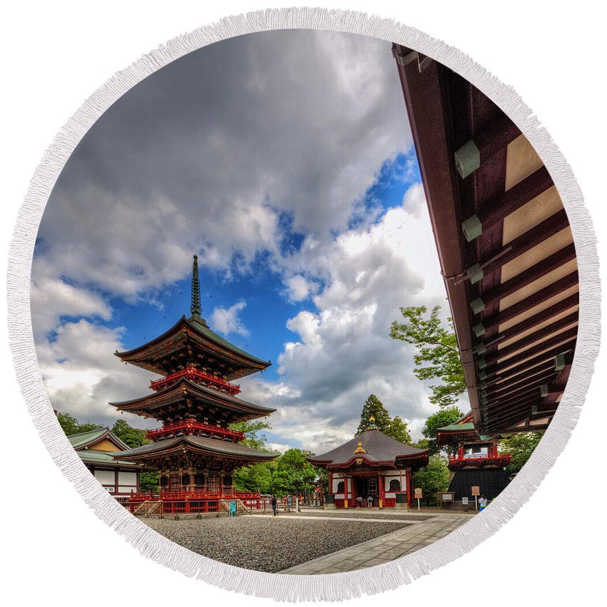 Japan Temple Asia Japanese Shrine Culture Religion Kyoto Buddhism Architecture Travel Asian Tourism Landmark Religious Zen Tradition Heritage Garden Oriental Orient Traditional Tokyo Shinto Building Red East Gate Buddhist Ancient Round Beach Towel featuring the photograph Sidewalk View by John Swartz