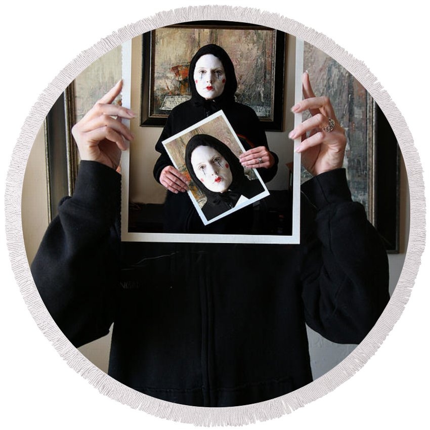 Mime Round Beach Towel featuring the photograph Simply A Matter Of Timing by Joe Kozlowski