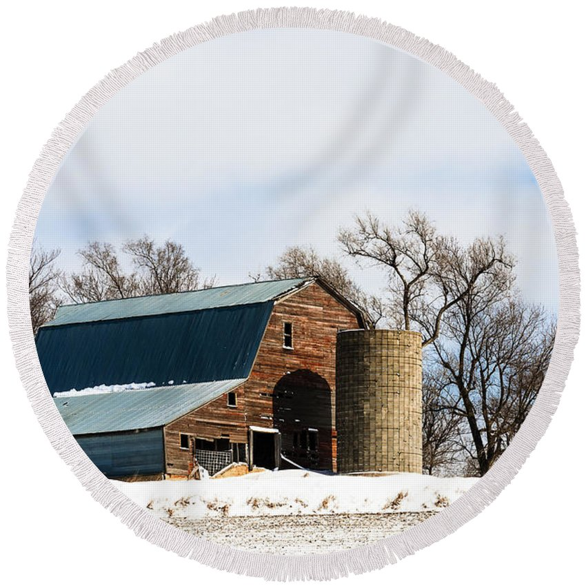 Barns Round Beach Towel featuring the photograph Snow Barn by Edward Peterson