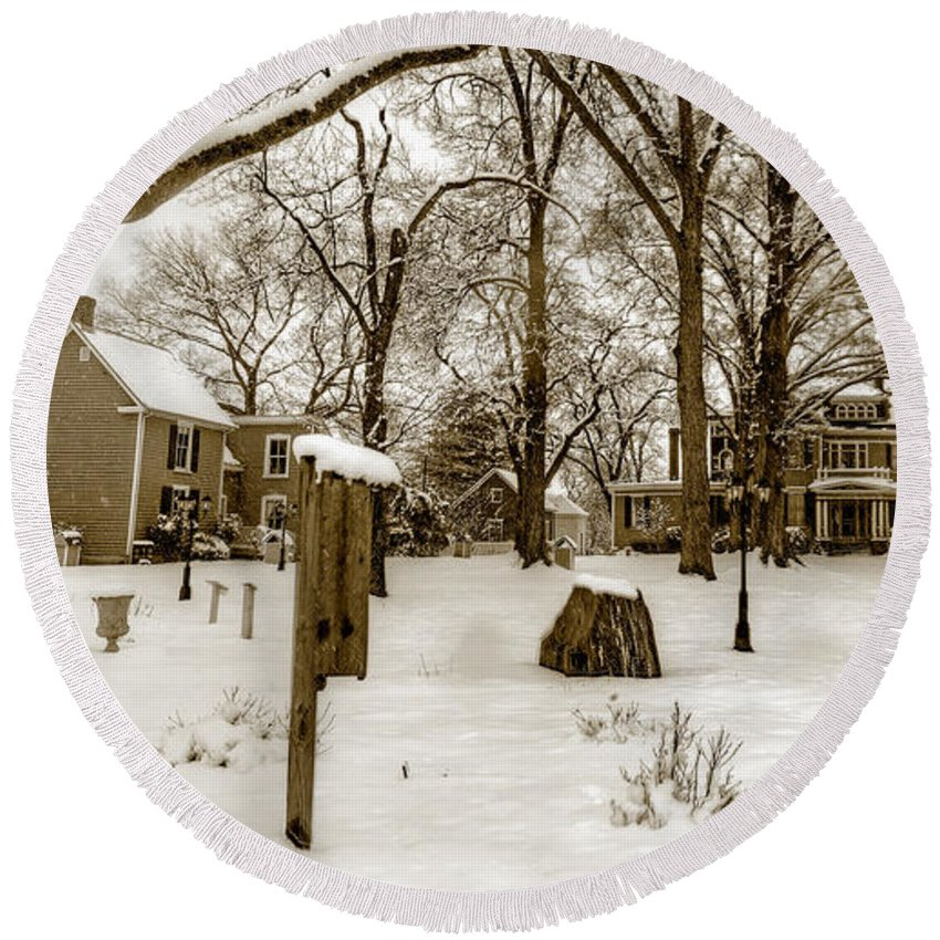 Snow Round Beach Towel featuring the photograph Snowy Afternoon by Aaron Shortt
