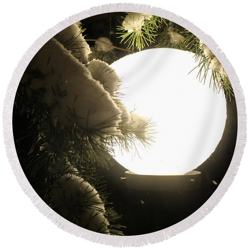 Snow Round Beach Towel featuring the photograph Snowy Night by Fiona Kennard