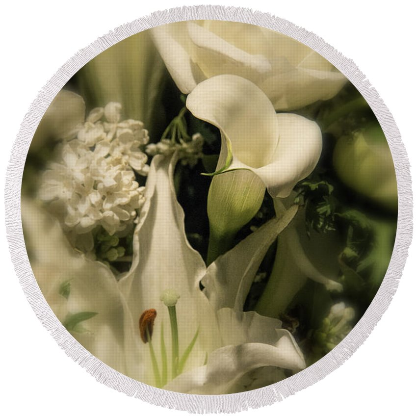 Calla Lily Round Beach Towel featuring the photograph Soft Calla Lily by Garry Gay