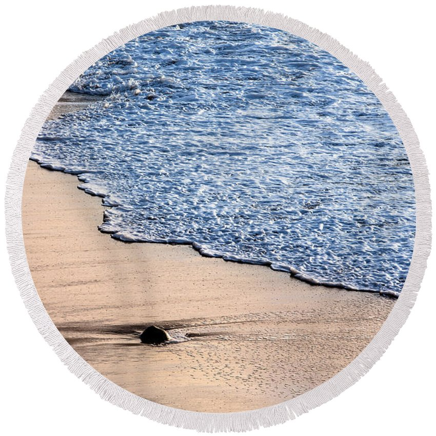Sea Round Beach Towel featuring the photograph Something Lost by Edgar Laureano