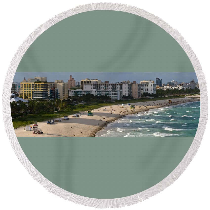 Afternoon Round Beach Towel featuring the photograph South Beach Afternoon by Ed Gleichman