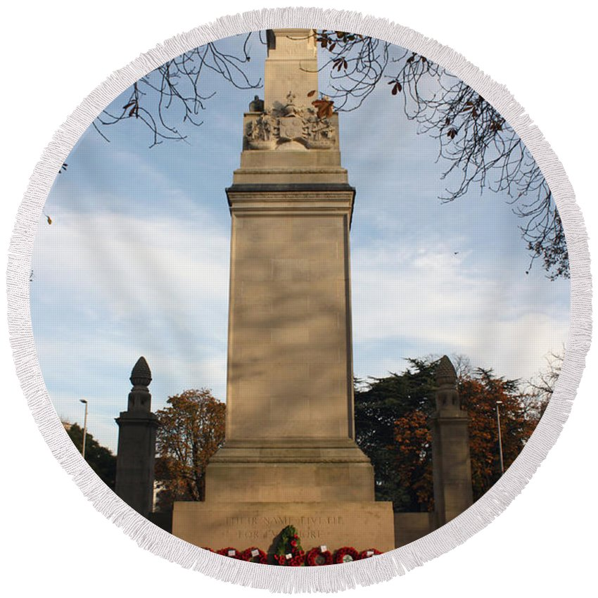 Southampton Round Beach Towel featuring the photograph Southampton Cenotaph Hampshire by Terri Waters