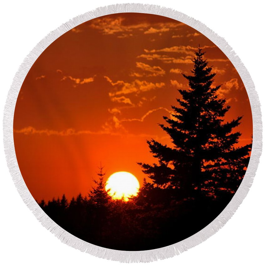 Sun Round Beach Towel featuring the photograph Spectacular Sunset IIl by Kathy Sampson