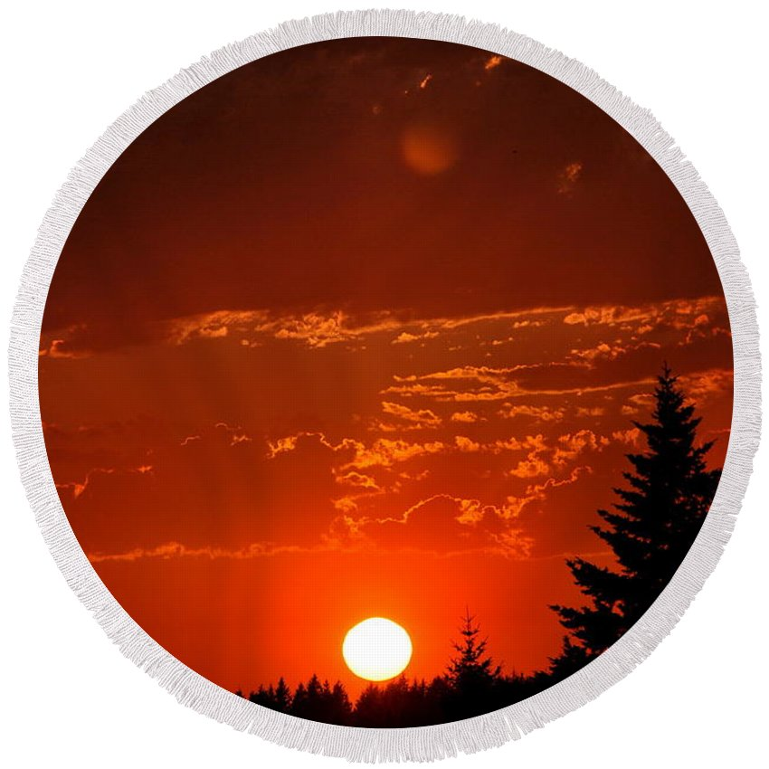 Sun Round Beach Towel featuring the photograph Spectacular Sunset by Kathy Sampson