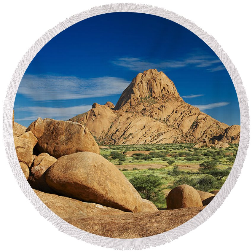 Fotografie Round Beach Towel featuring the photograph Spitzkoppe Mountain Landscape Of Granite Rocks Namibia by Juergen Ritterbach